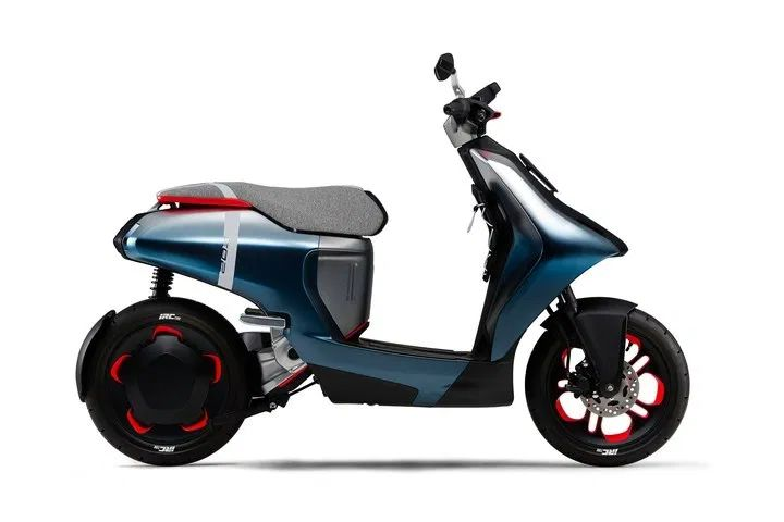 Yamaha EC-05 Electric Scooter with Gogoro Batteries Unveiled